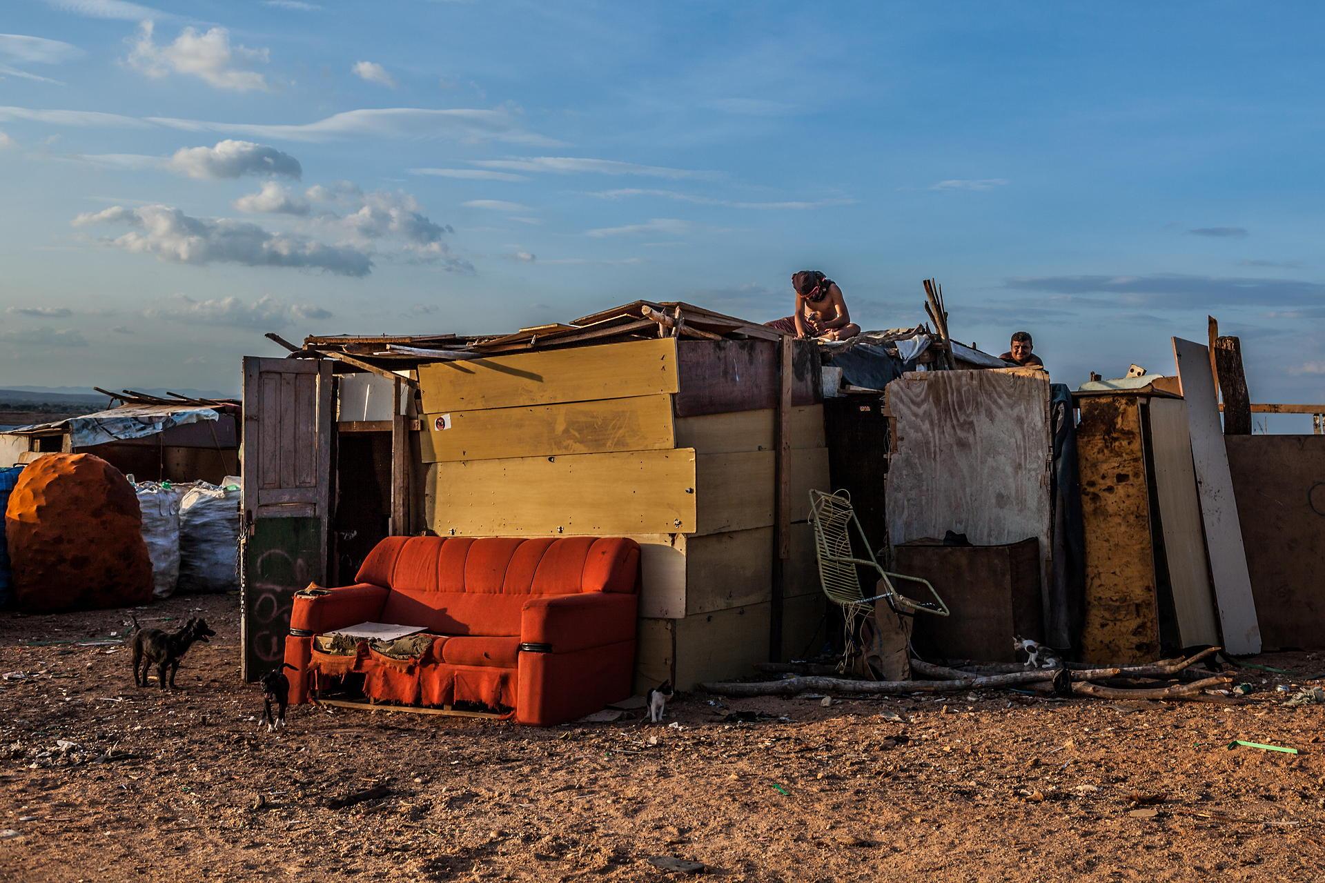 Antonello Veneri - Men and Vultures - Felix Schoeller Photoaward