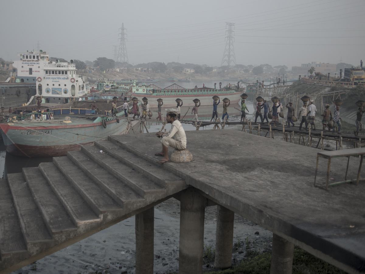 Reyad Abedin - The Name of my City is dust and smoke and life  - Felix Schoeller Photoaward