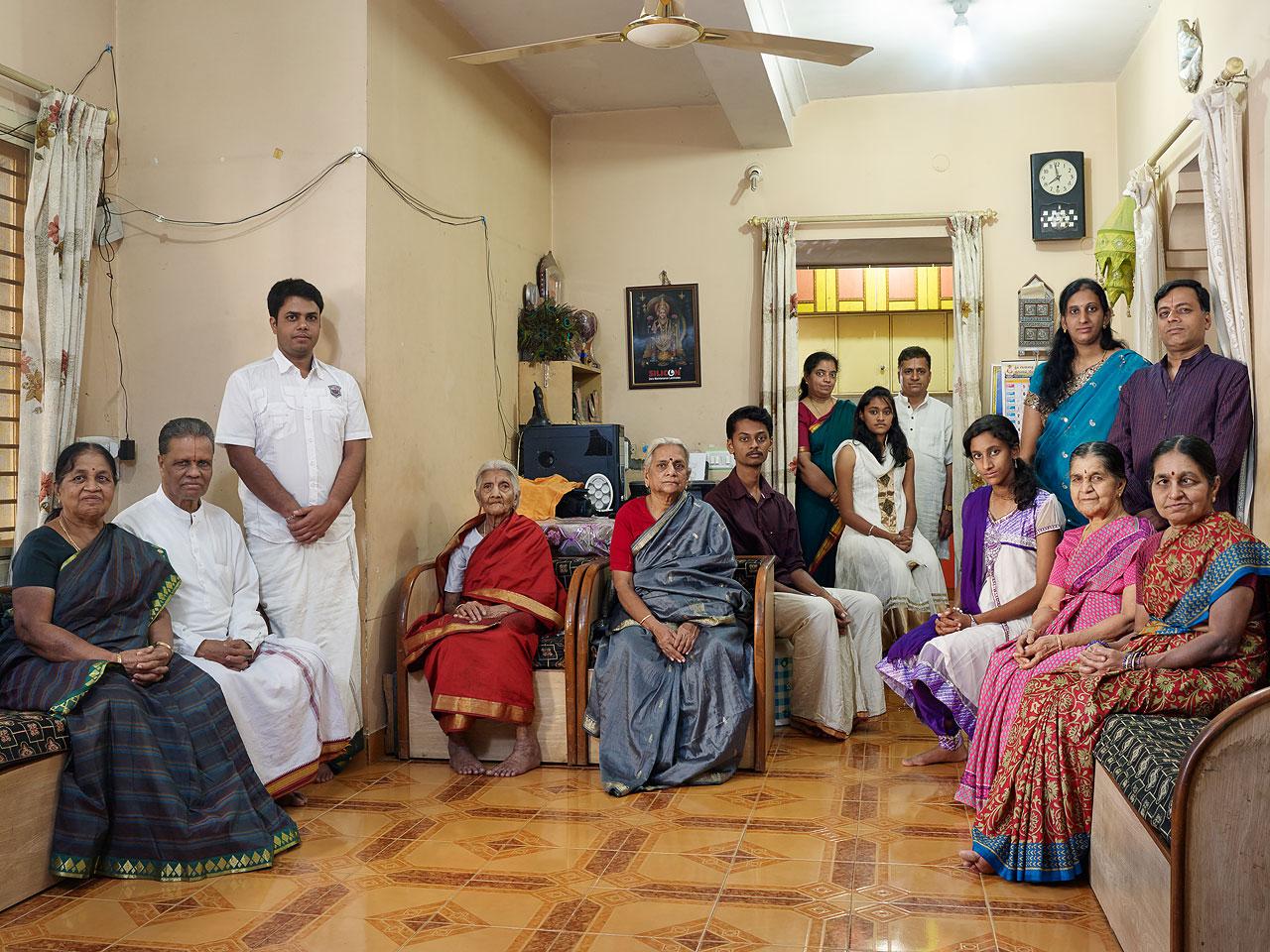 Nora Bibel - FAMILY COMES FIRST – Großfamilienporträts in Bangalore, Indien - Felix Schoeller Photoaward
